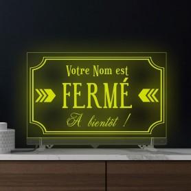 Enseigne lumineuse FERME personnalisable RGB en plexiglass transparent